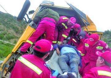 Accidente en la vía Sucre-Potosí deja tres muertos y un herido