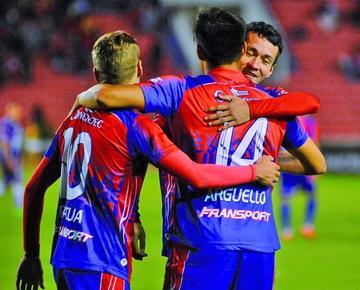 Díaz y Argüello irán en el ataque de Universitario