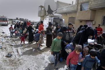 Más de cien mil personas salen de una parte de Guta en Siria