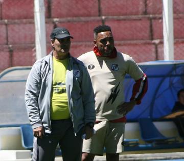 Thiago do Santos jugará condicionado esta tarde