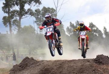 Potosinos suben al podio en motociclismo