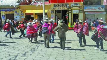 Denuncian que cívicos fueron chicoteados  en Llallagua