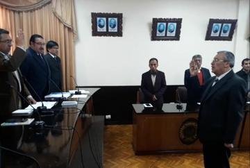Posesionan a Adrían Montoya como decano de Derecho de la UATF