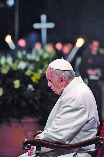 El papa advierte la  división y guerra