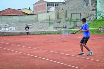 Más de 25 deportistas compiten en el campeonato nacional de tenis