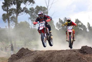 El circuito de Chaquí alberga la carrera departamental de motociclismo