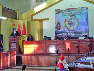 Asambleístas dan reconocimiento al ministro de Justicia