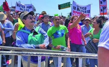 México: maestros de la CNTE y militantes del PRI se enfrentan en Oaxaca