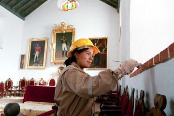 El Ministerio de Culturas entrega una  distinción a Escuelas Taller de Bolivia