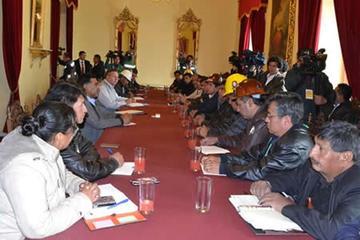 Negociación entre Gobierno y la COB avanza con balance positivo