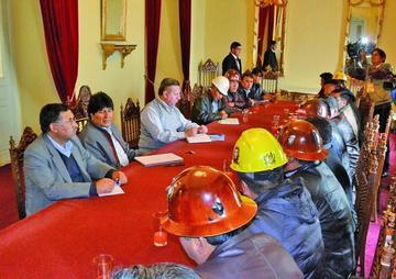 La COB y Gobierno aún debaten el acuerdo por el incremento salarial