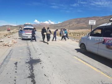 La Policía despeja bloqueo en la carretera asfaltada Potosí-Tarija