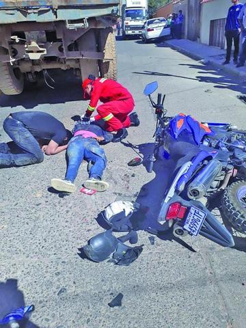 Colisión entre motocicleta y volqueta deja un muerto