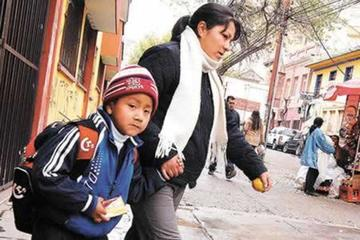 Sancionarán a colegios que impidan el ingreso con ropa de invierno