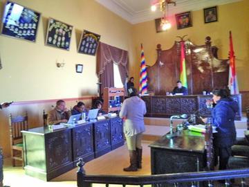 Oficialismo y oposición chocan por vicepresidencia en Concejo