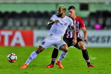 "Santos gana a Estudiantes en el  ""Vila Belmiro"""