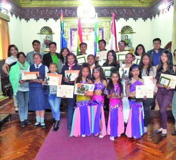 Premian a peritos de baile de Potosí