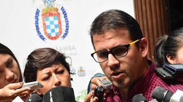 Abogado Coca renuncia a la defensa legal del alcalde