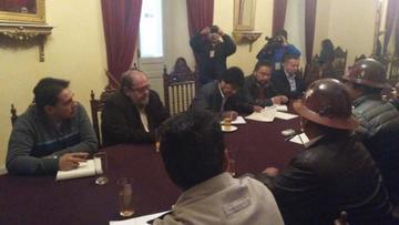 Gobierno y COB retoman trabajo en comisiones desde el 8 de mayo