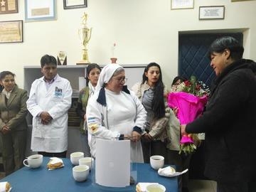 Reconocen a religiosa por su trabajo en el Hospital Daniel Bracamonte