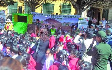 Los policías inician acción preventiva en las escuelas