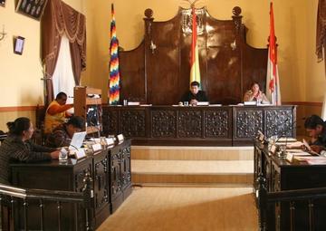 Anuncian descuentos a los concejales que dejan sesiones