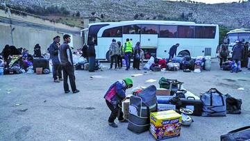 Evacúan más de 2.000 personas en el sur de Damasco en Siria