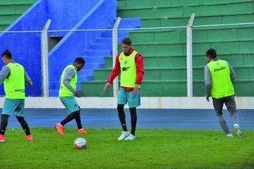 Malvestiti diseña un equipo ofensivo ante Bolívar