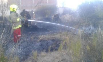Sofocan incendio forestal en la población de Tarapaya