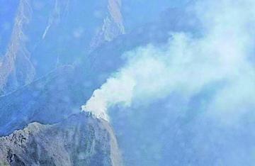 Bomberos apagan nuevo incendio en la cordillera de Sama en Tarija