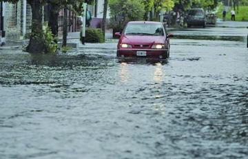 Casi 4.500 evacuados en Argentina por lluvias siguen sin ayuda