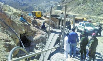 Ocho mineros caen al abismo y seis pierden la vida en una mina