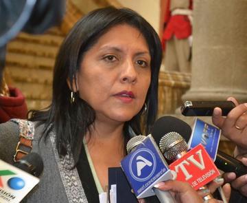 Ministra dice que Casa del Pueblo es una necesidad