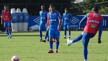 Cruzeiro quiere asumir el liderato del grupo E