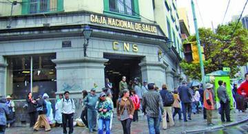 Arrestan a funcionarios de la CNS y Hospital de Clínicas por corrupción