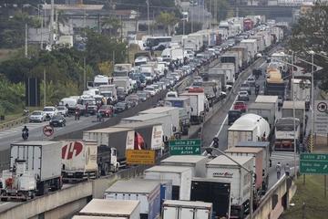 Temer convoca al Ejército ante huelga de camioneros en Brasil