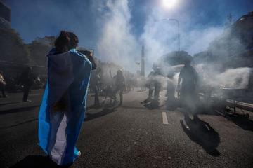 Argentinos protestan contra un préstamo millonario con el FMI