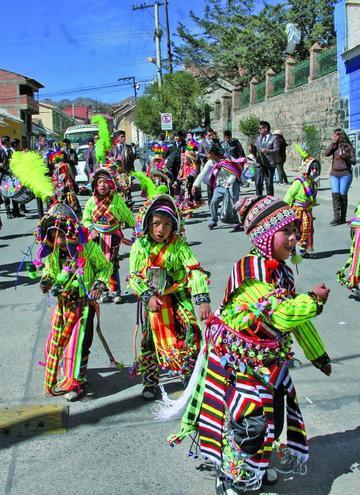 Don Bosco Popular baila en su entrada