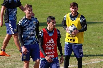 La selección argentina se entrena en el estadio de Huracán ante unas 30.000 personas
