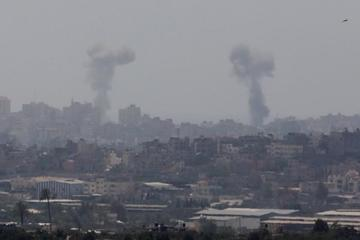 Gaza desafía a Israel al disparar decenas de cohetes en la zona