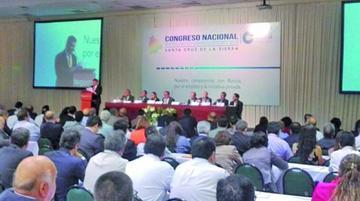 El Gobierno convoca a empresarios a retomar las mesas de diálogo