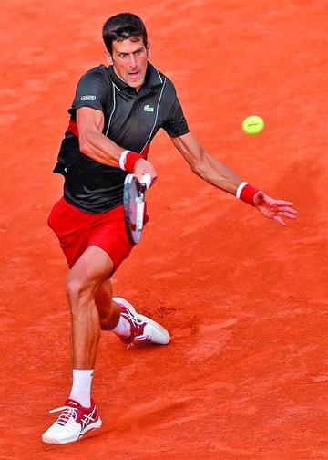 Djokovic gana y se cita en cuartos con Cecchinato
