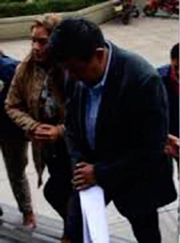 Dan detención domiciliaria a los importadores por caso Mochilas