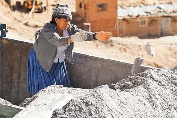 Las mujeres mineras de Potosí exigen nuevas áreas de trabajo