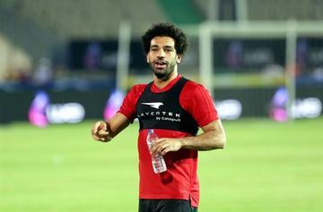 Salah se entrena en solitario bajo supervisión