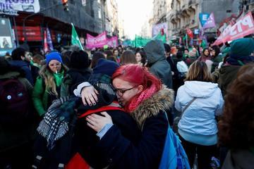 Diputados argentinos aprueban  norma que despenaliza el aborto