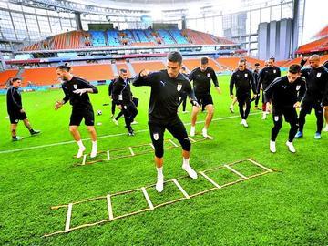 Uruguay y Egipto inician su camino en la Copa