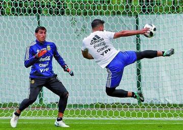 Argentina busca su primer triunfo