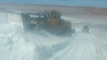 Los equipos de rescate llegan a regiones afectadas por nevadas