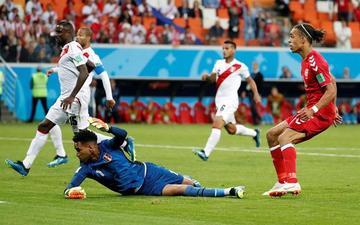 Perú pierde ante Dinamarca en su regreso al Mundial